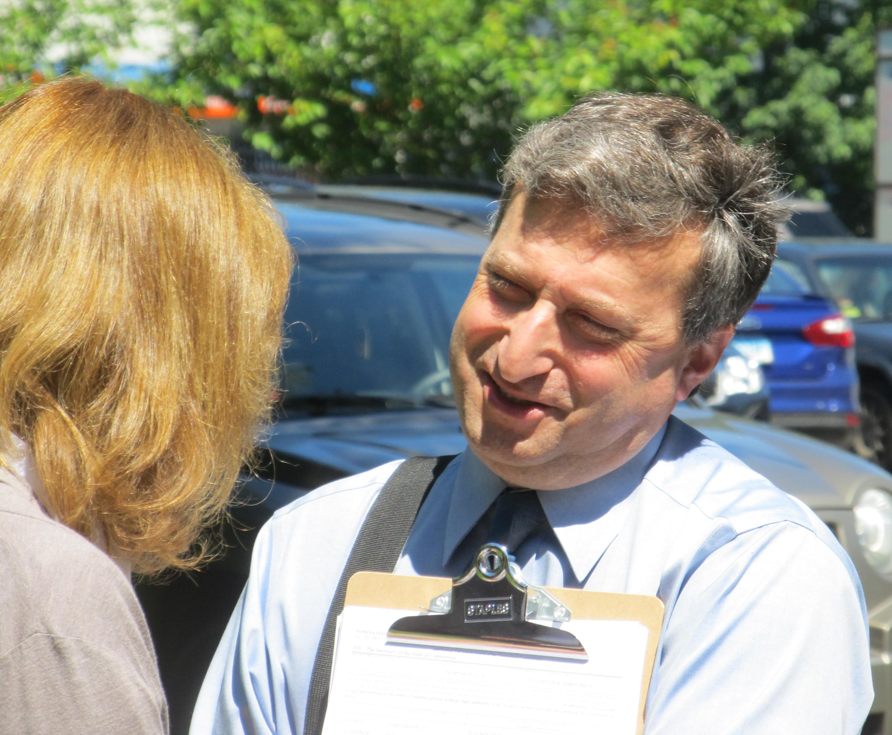 Pelto falls 3,200 signatures short of spot on CT gubernatorial ballot