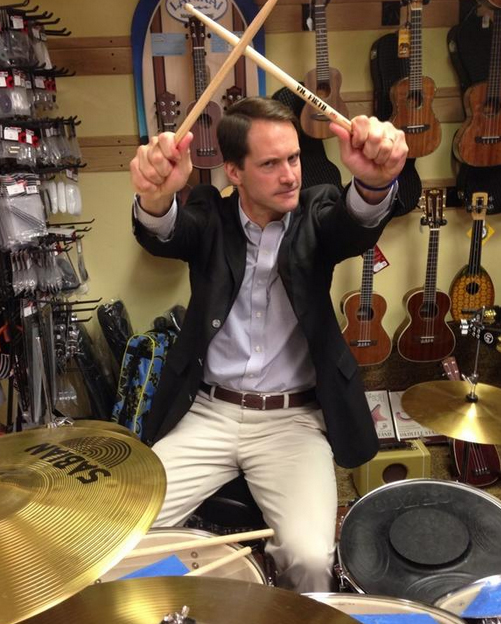 "Himes had his fun on his ""17 Towns in 17 Days"" tour, tweeting this photo taken at New Canaan Music."