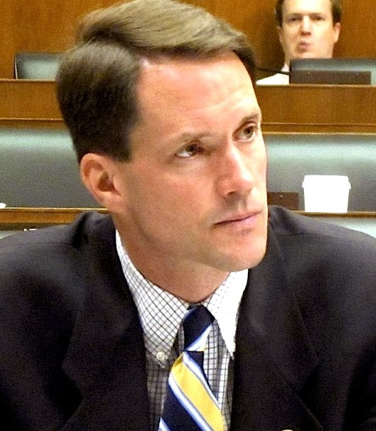 Himes defends FBI use of controversial dossier
