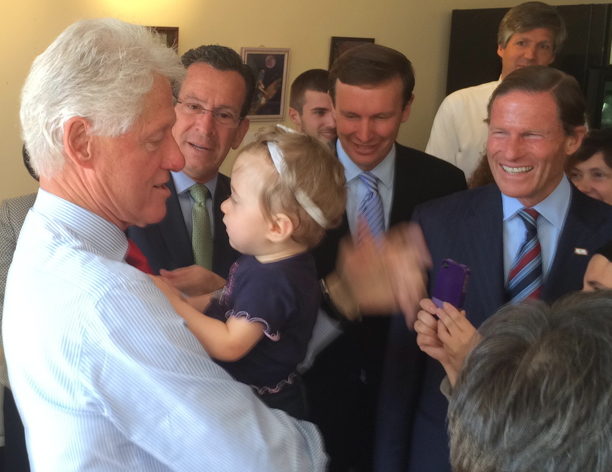 Still communicator-in-chief, Clinton offers Malloy a tutorial