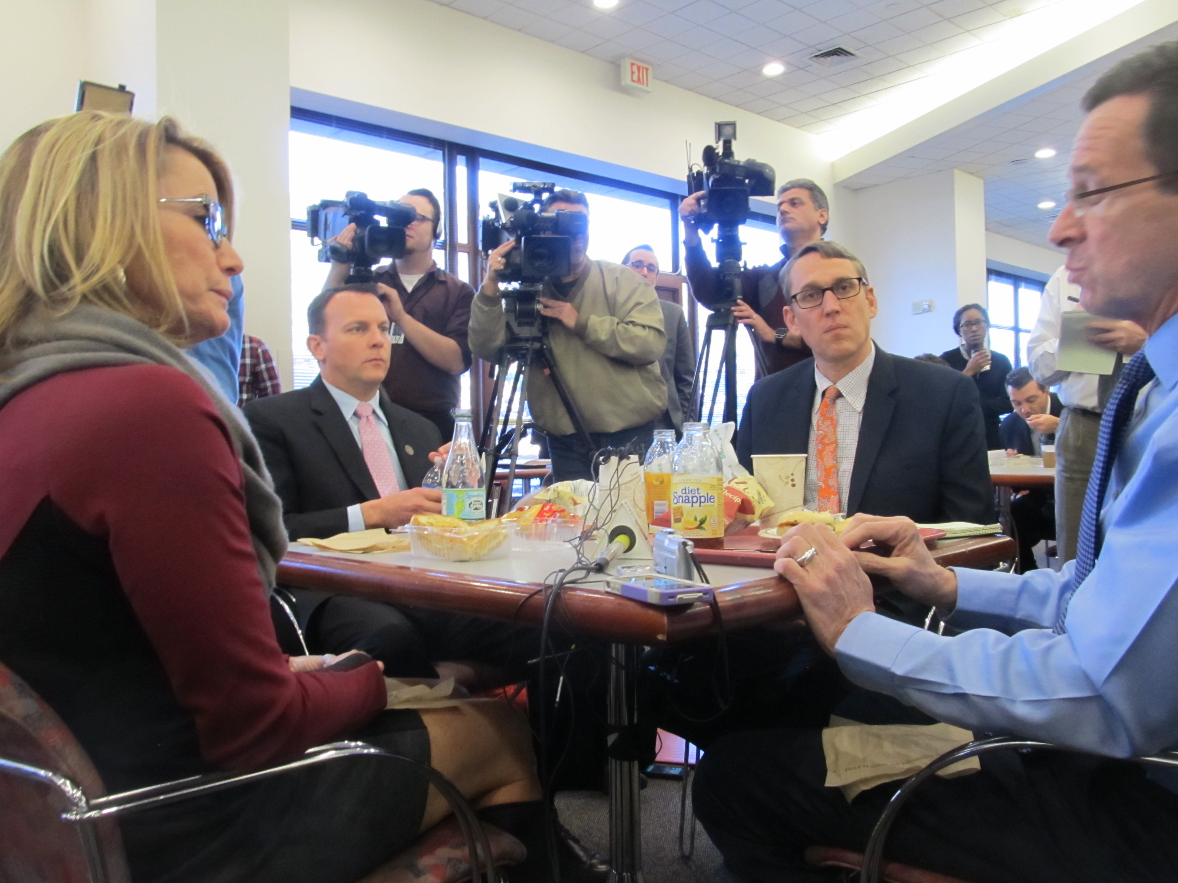 Malloy, GOP leader and press do photo op lunch