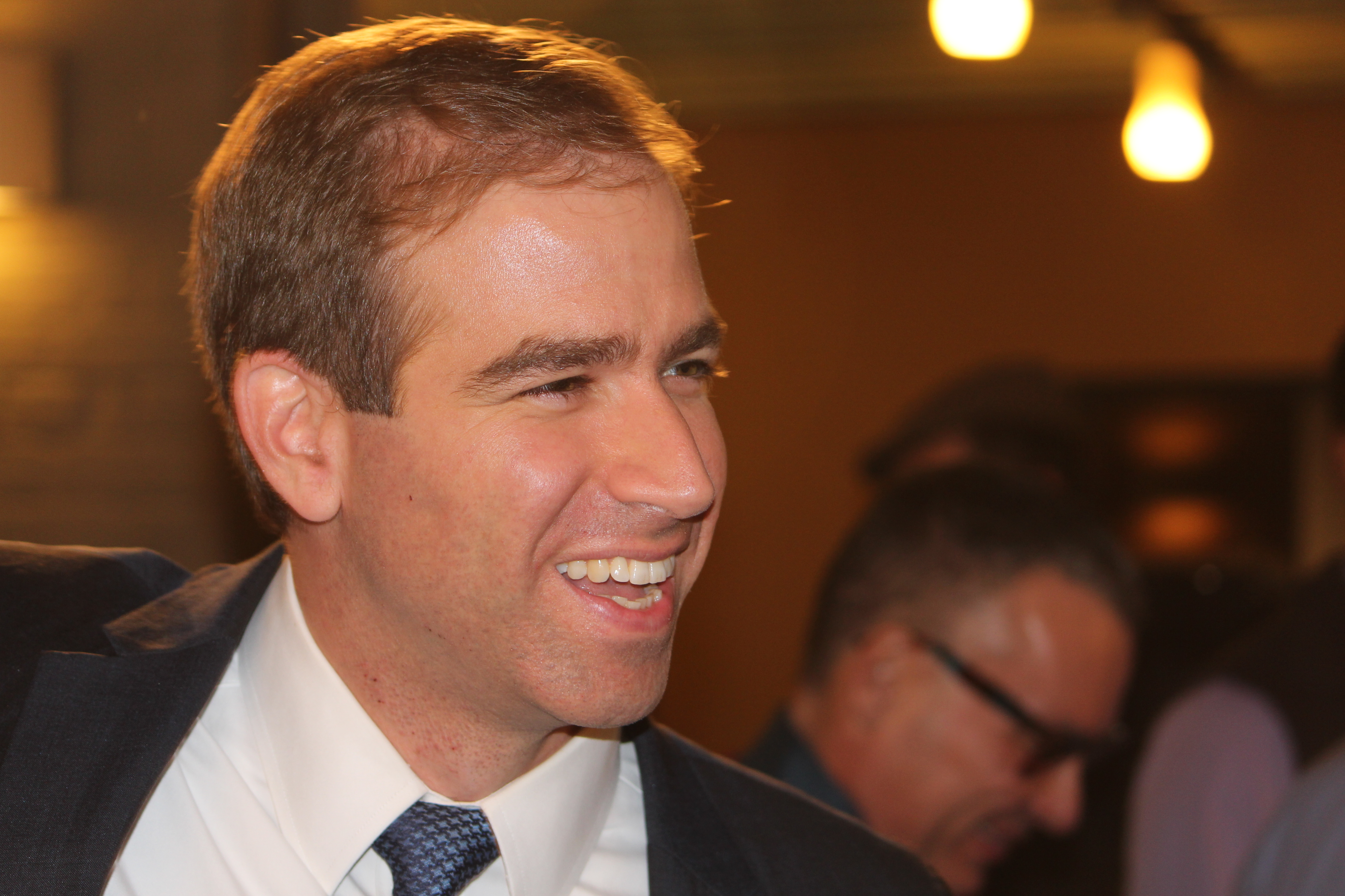 Bronin wins in Hartford, warns 'no easy answers' lie ahead