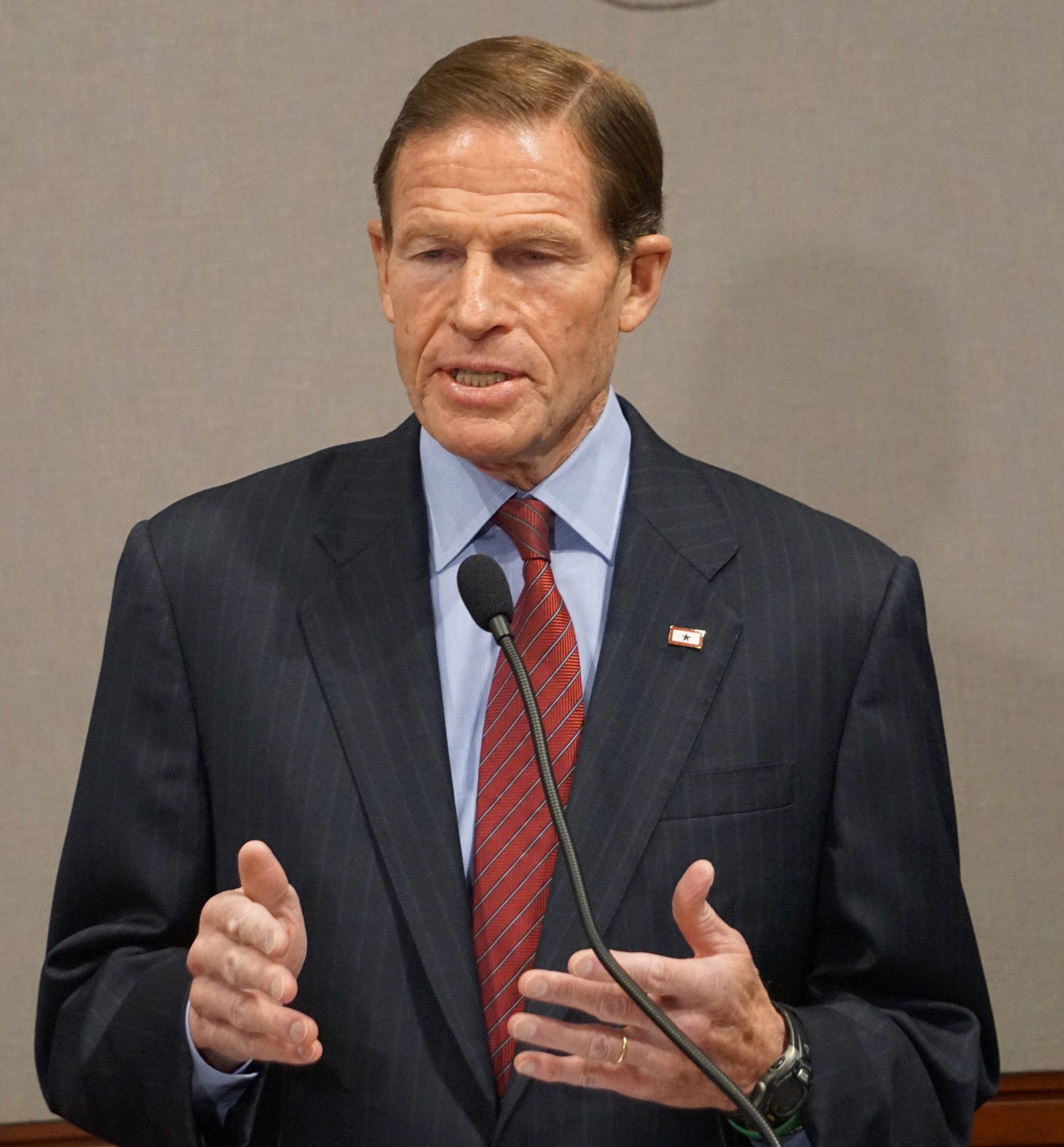 As states vie for new opioid-fighting grants, Blumenthal puts CT in the mix