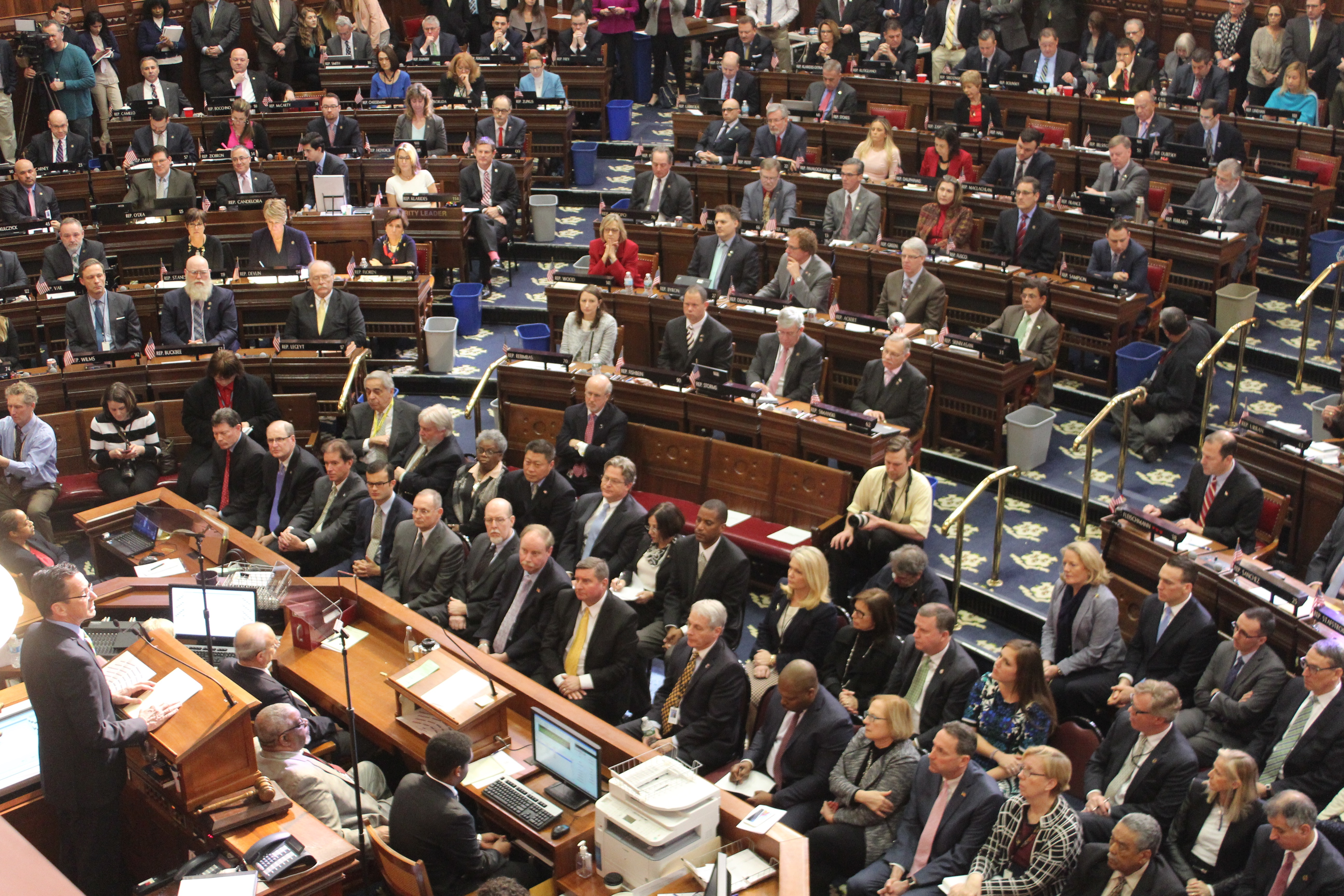 Malloy budget hinges on big labor savings, new revenues