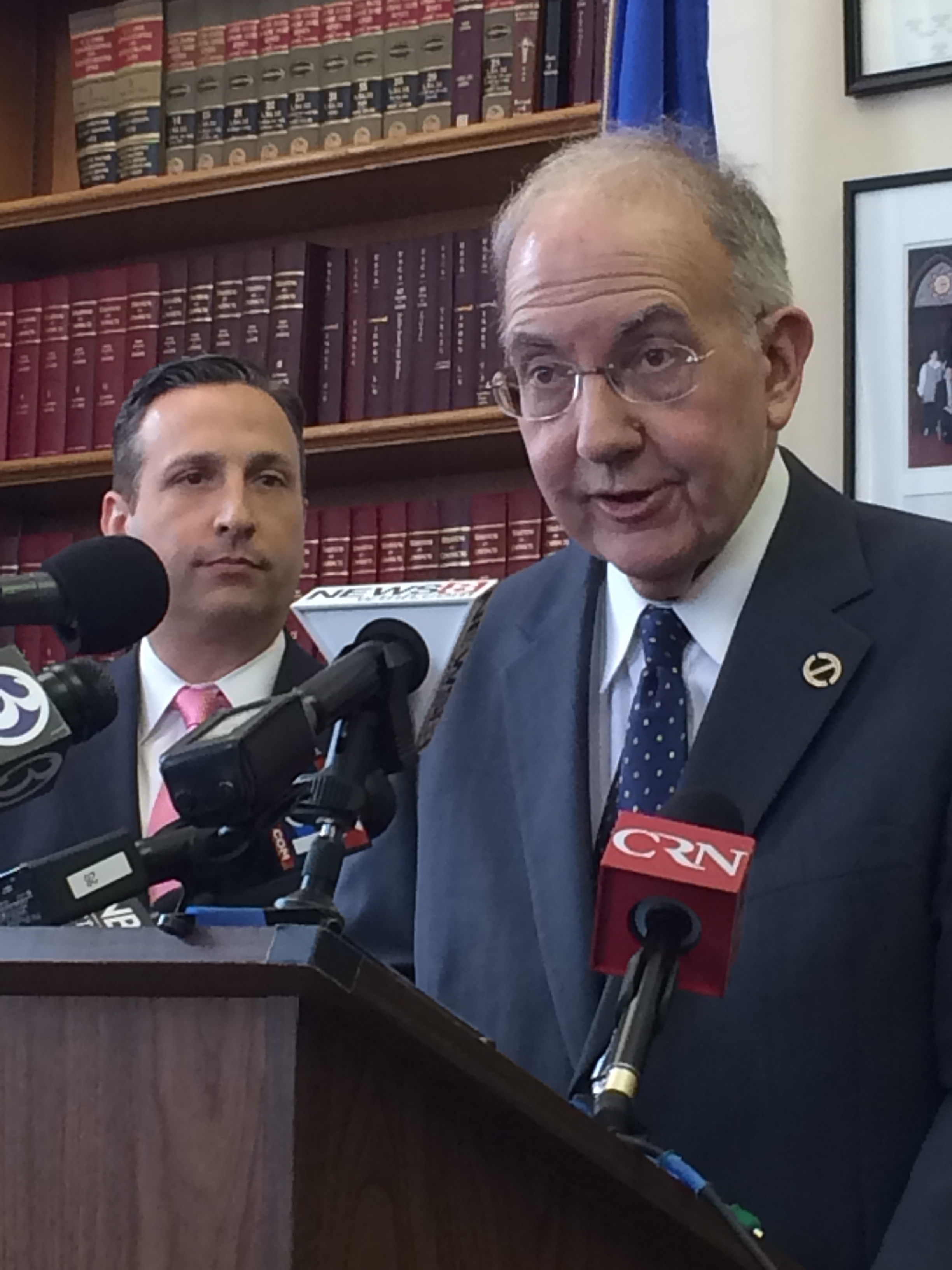 Senate Dems call for open, televised CT budget talks