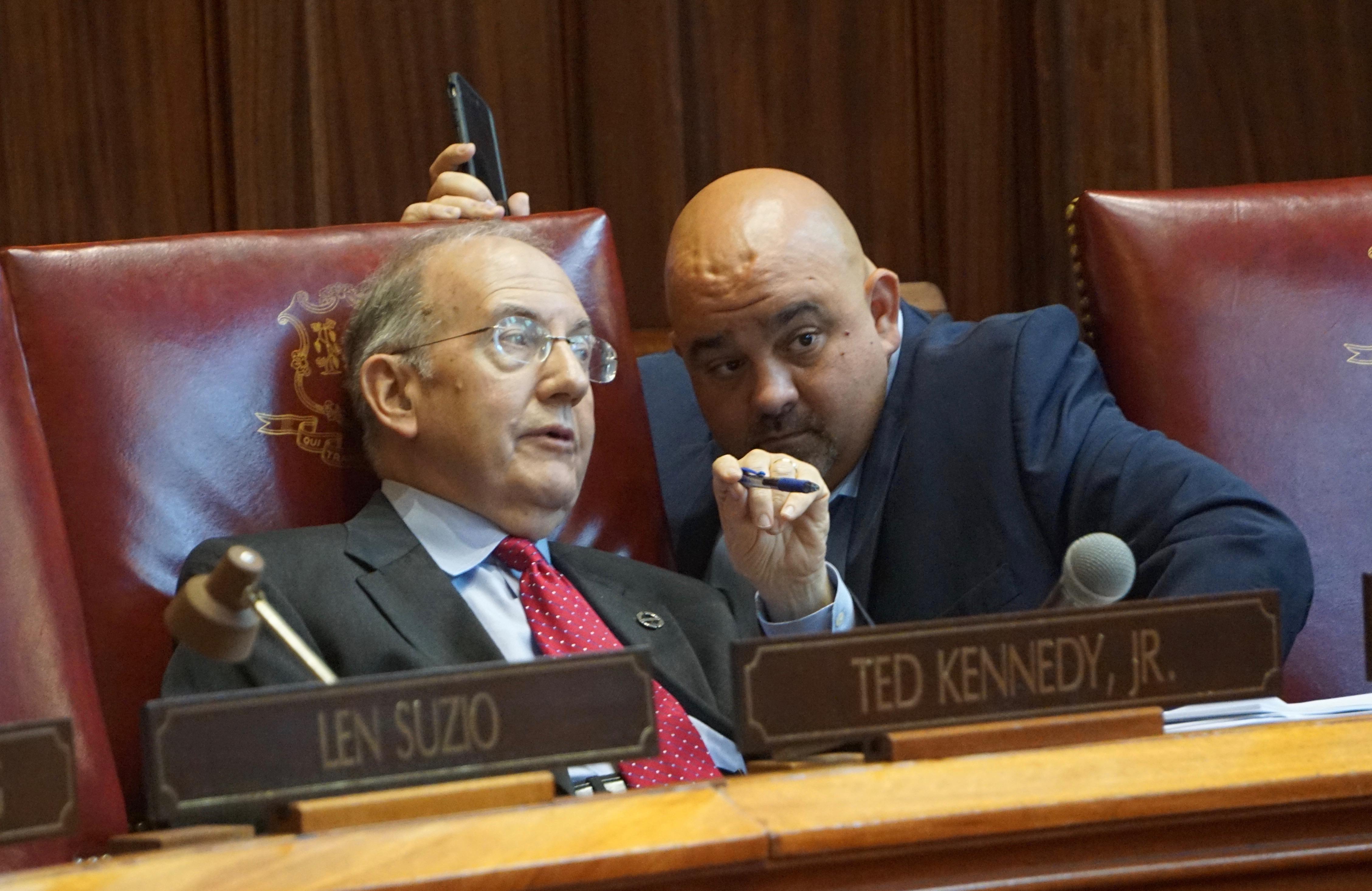 Trio of senators defect, vote with GOP to block Dems' budget