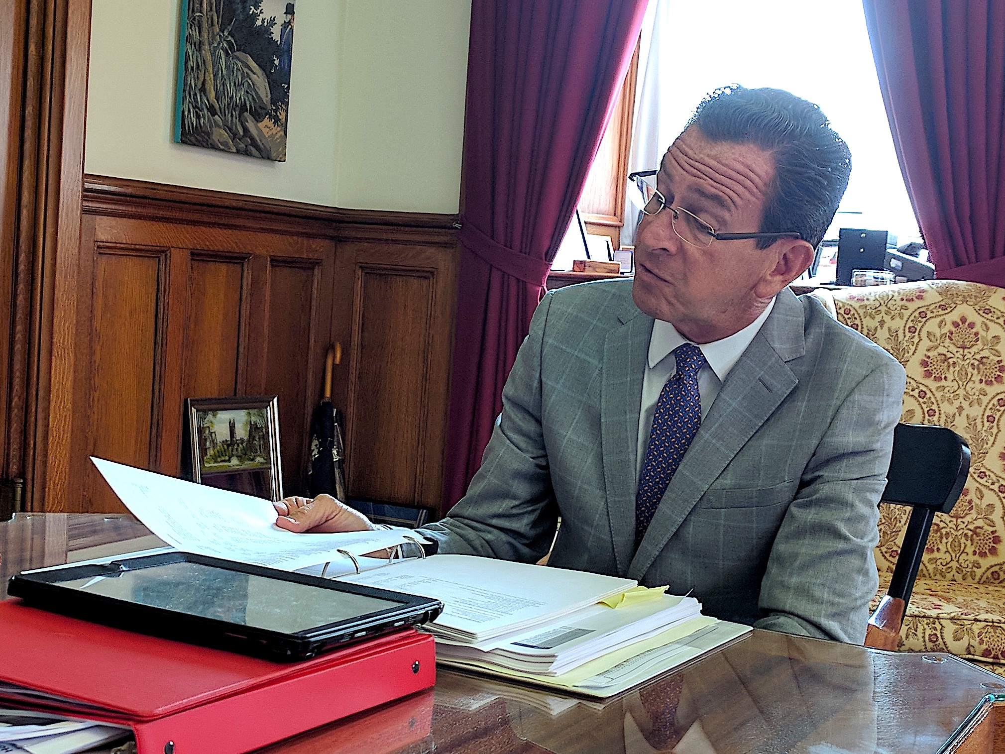 Malloy offers big compromise to end CT budget gridlock