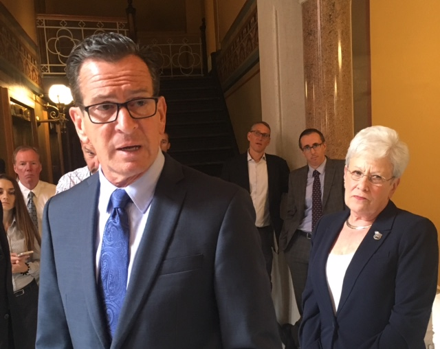 Malloy warns he would veto a budget that defers pension contributions