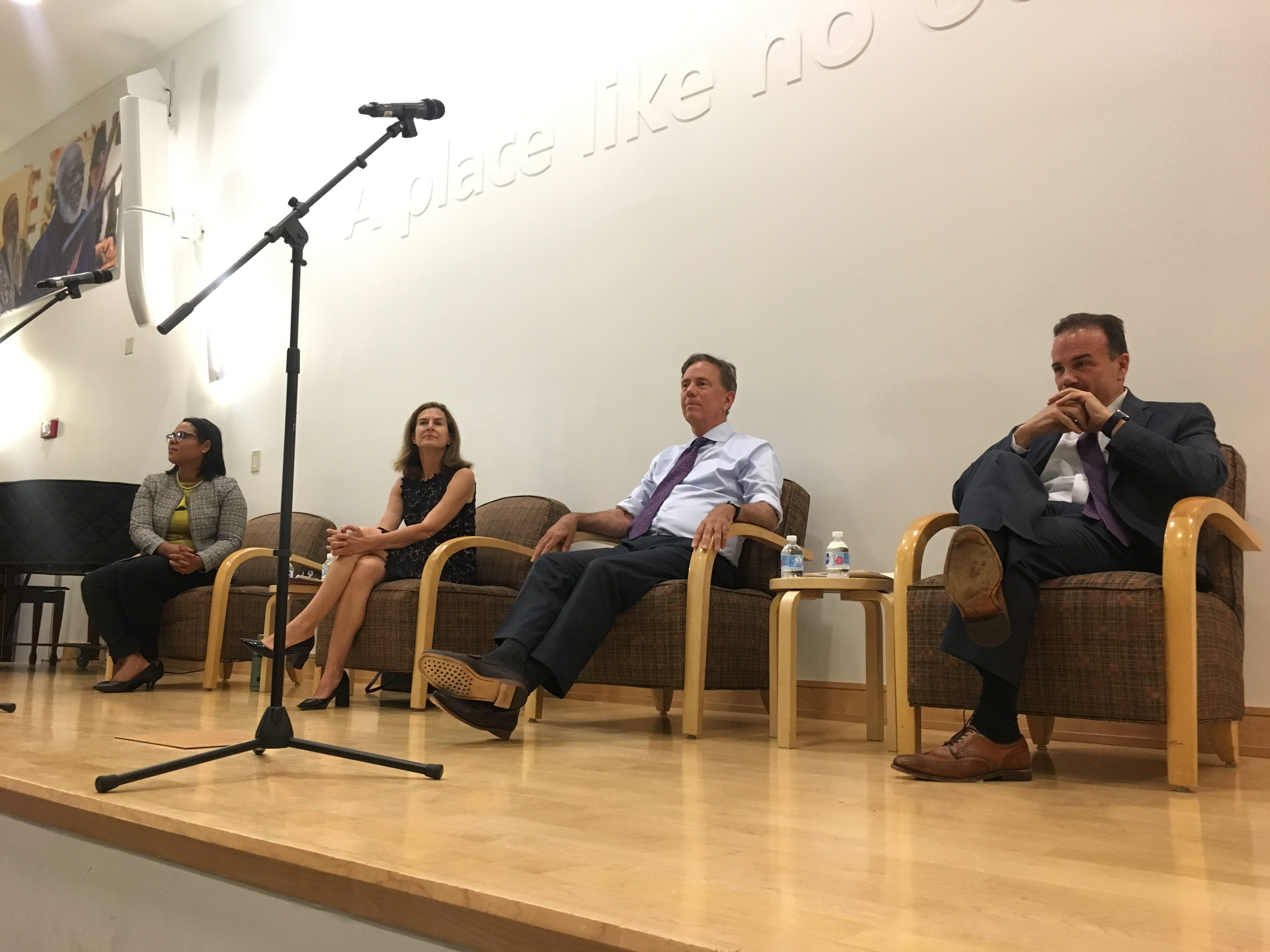 Democratic candidates vie for crowd approval during Hartford forum