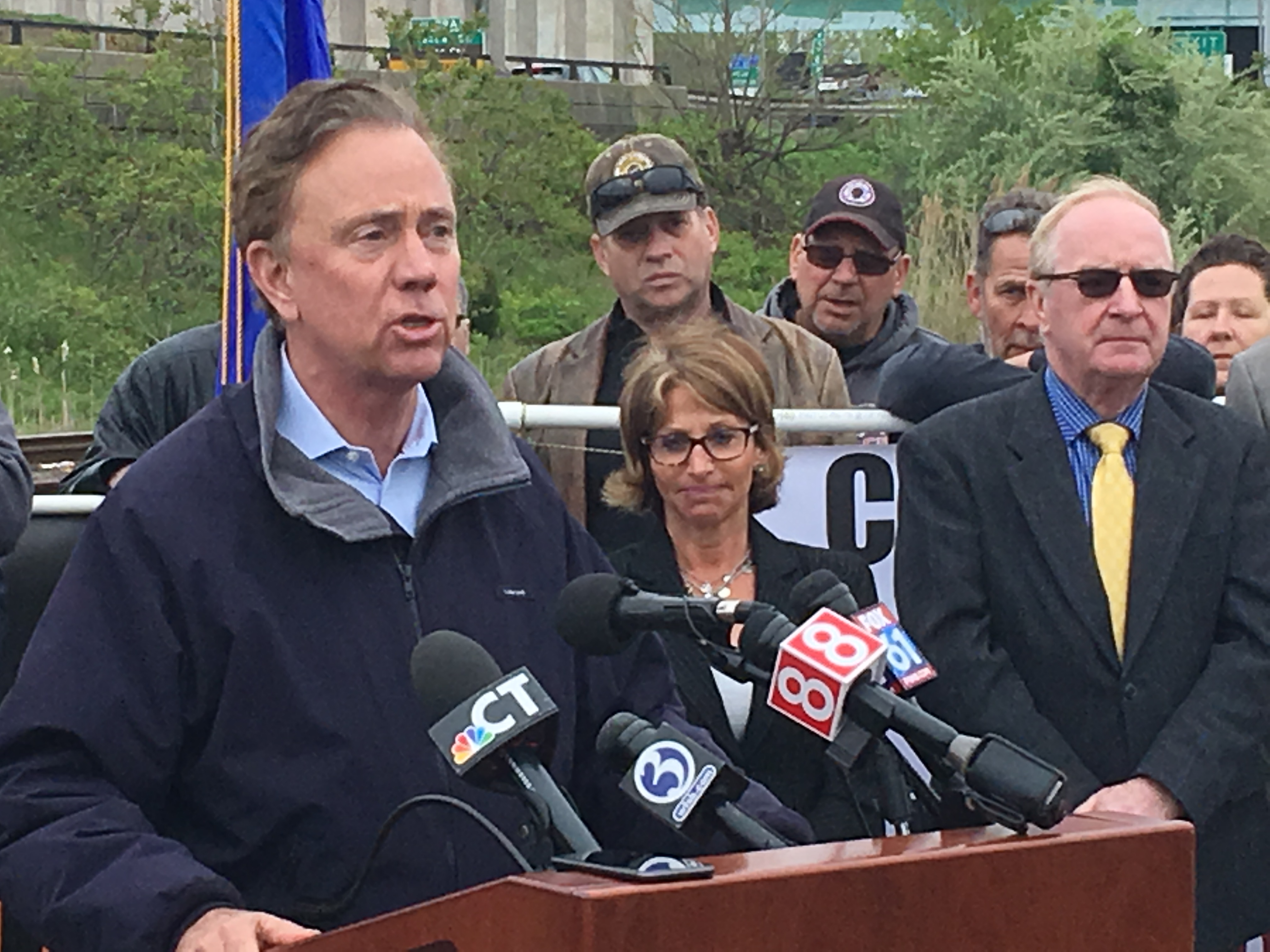 Lamont ratchets up pressure for vote on tolls