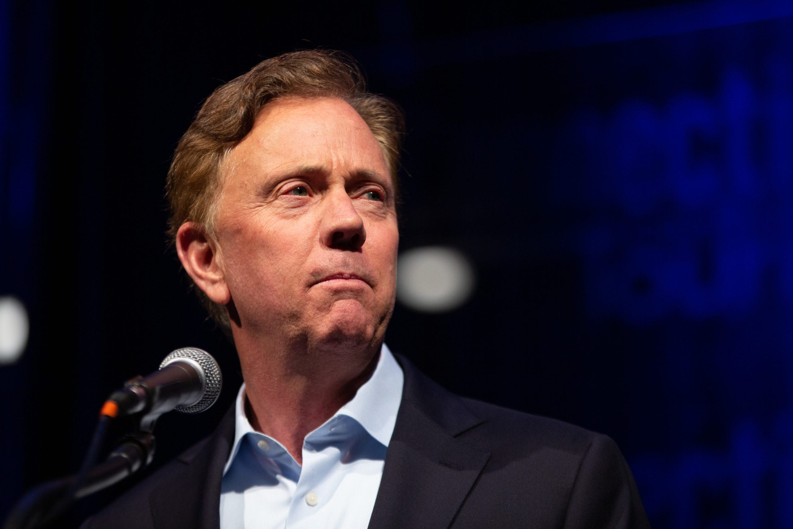 Lamont joins governors of New York, New Jersey in closing bars, gyms, movie theaters as coronavirus spreads
