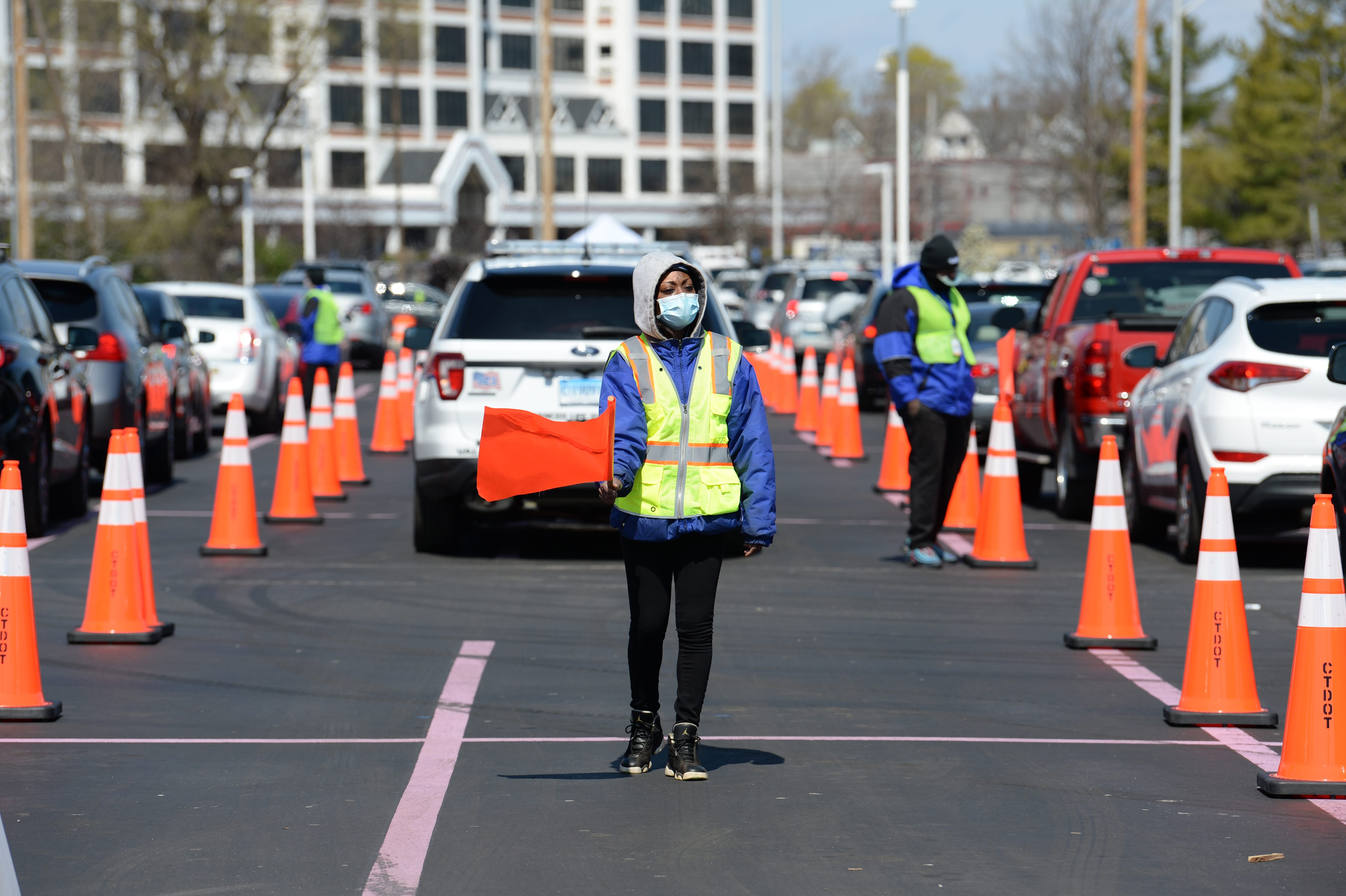 Connecticut S Covid 19 Death Toll Passes 1 000 First Rapid Testing Center Opens In New Haven
