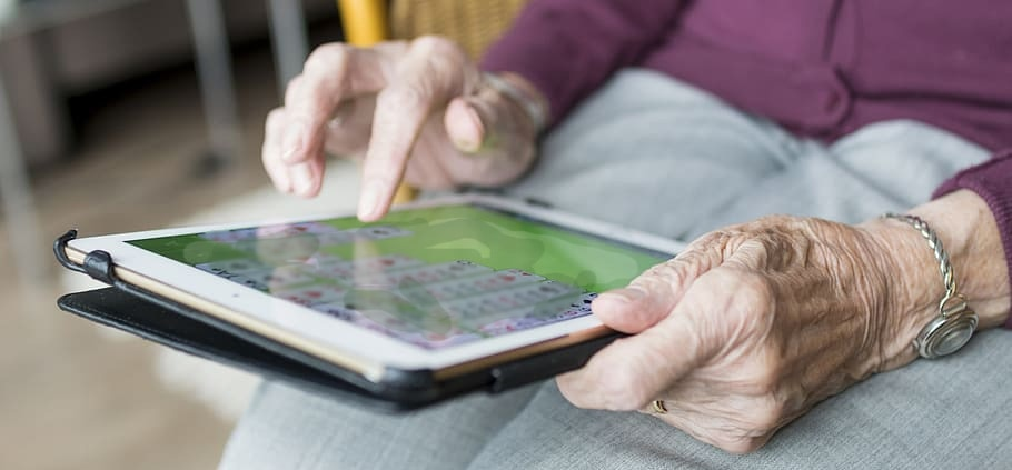 COVID-19 exposes the scope of the technological divide for seniors
