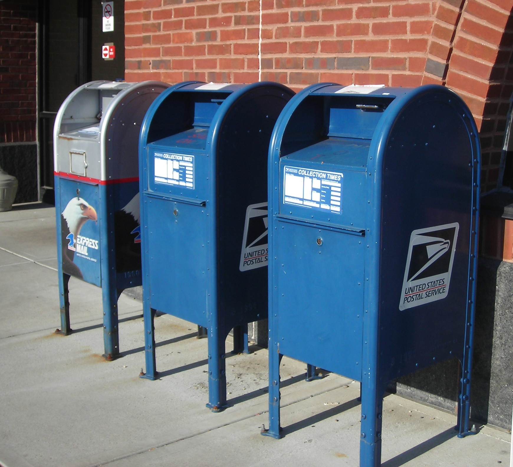 Postmaster freezes plan for controversial changes, but CT Dems say that's not enough