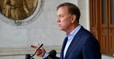 Lamont abandons his party in his push against university unions