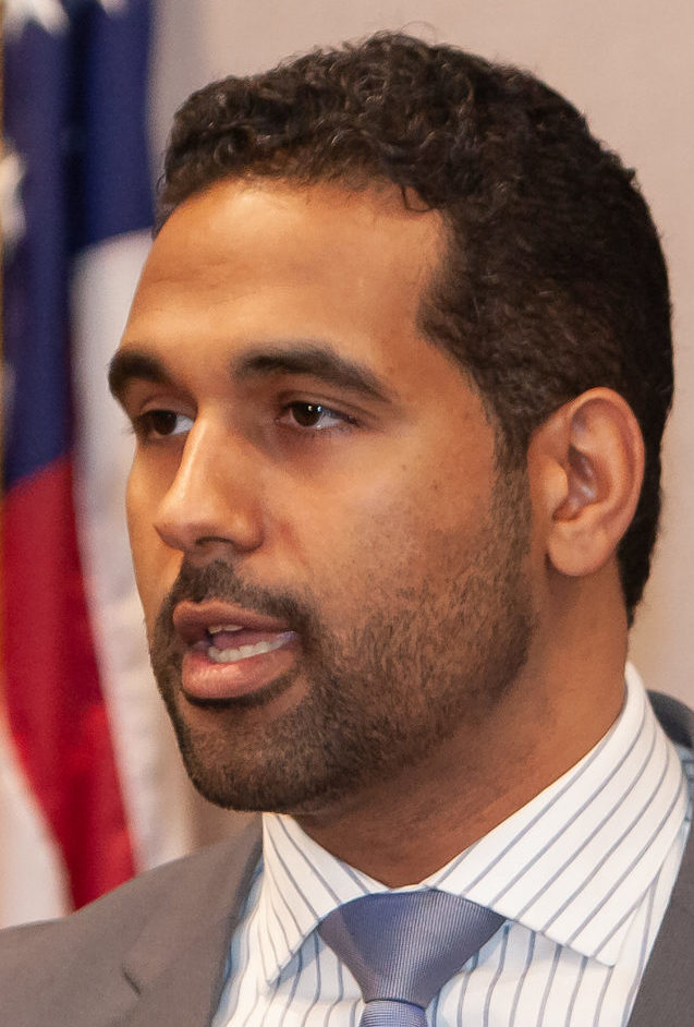 Bridgeport state Sen. Dennis Bradley arrested on federal charges