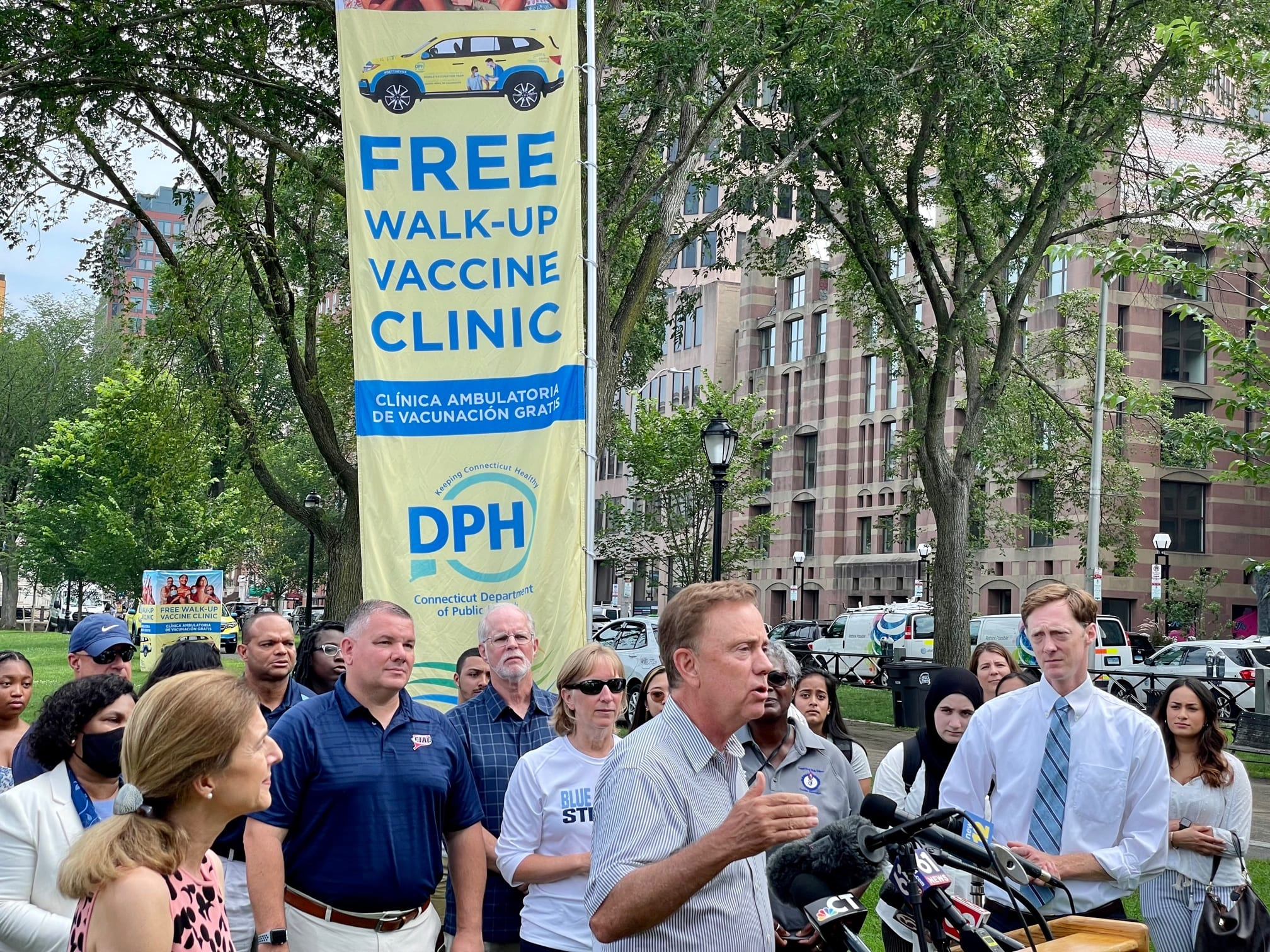 Lamont sees no need for vaccine mandates, at least for now